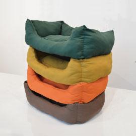 帆布素材を使ったオリジナルベッドは種類豊富。