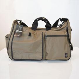 軽くて丈夫、防水加工も施されたペット用キャリーバッグ。